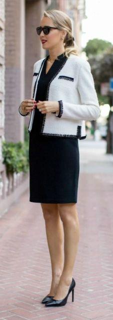 vestido tubinho preto com casaco branco