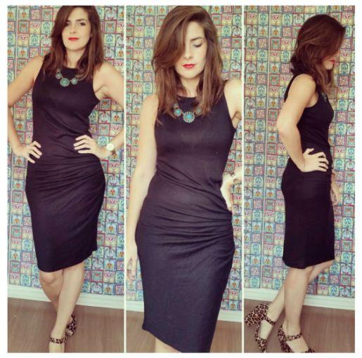 vestido tubinho preto plissado
