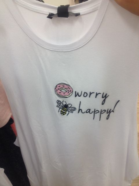 modelo de blusa customizada com escrita