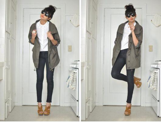 tamanco de madeira com calça jeans