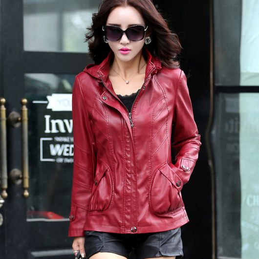 jaqueta de couro com capuz feminina vermelha