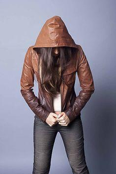 modelos da moda de jaqueta de couro com capuz feminina