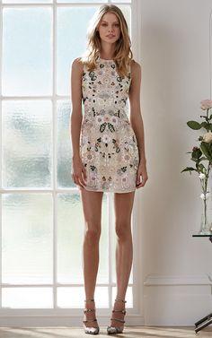 looks de verão com vestido curto floral
