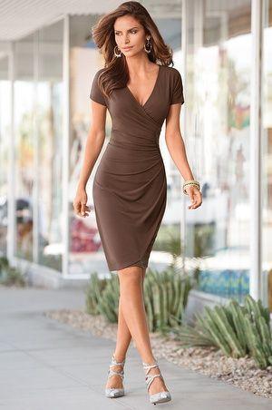 looks de verão com vestido marrom