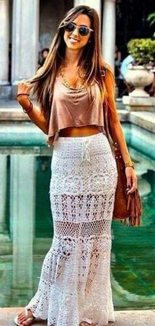 saia longa de crochê branca como usar
