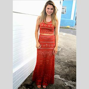 saia longa de crochê look vermelho
