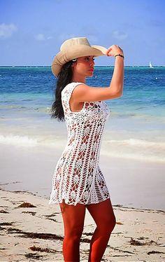 look praia com chapeu