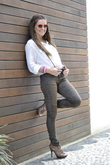 suspensório feminino com calça de oncinha