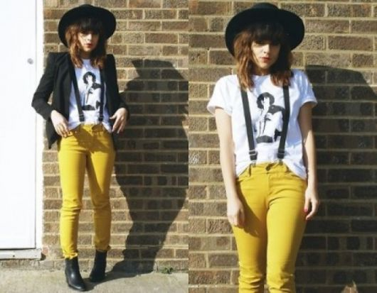 calça colorida com suspensório feminino
