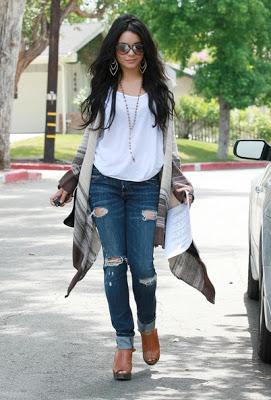 jeans com tamanco de madeira