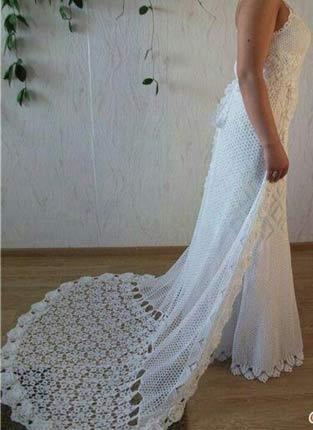 Vestido-de-noiva-de-crochê- com cauda de crochê