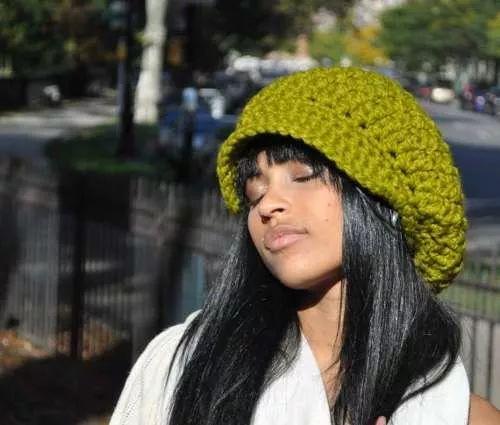 boina feminina em crochê verde
