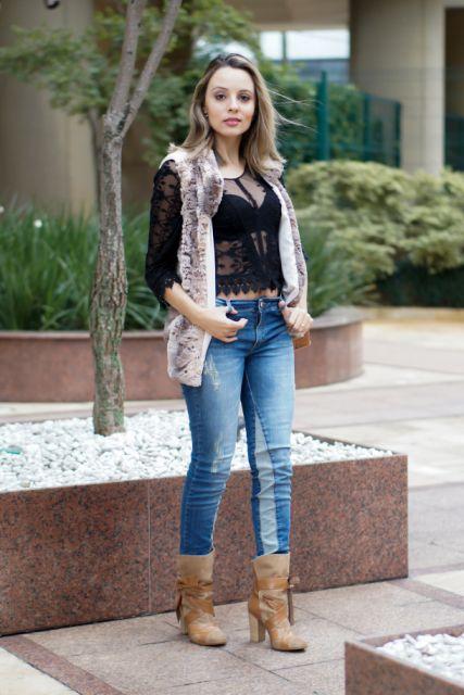 bota caramelo cano curto com jeans