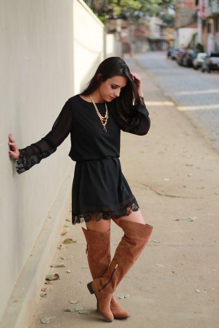 bota caramelo com vestido curto preto