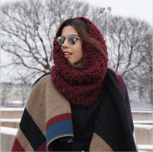 look inverno com gola com capuz