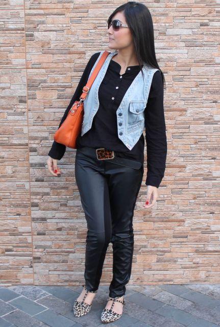 looks com camisa com colete jeans
