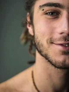 piercing na sobrancelha modelo homens