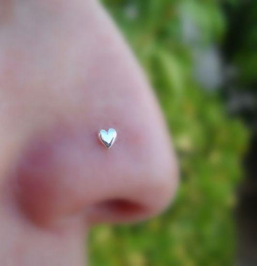 piercing no nariz coração