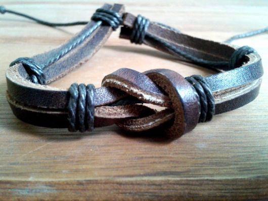 pulseiras hippie com tiras de couro