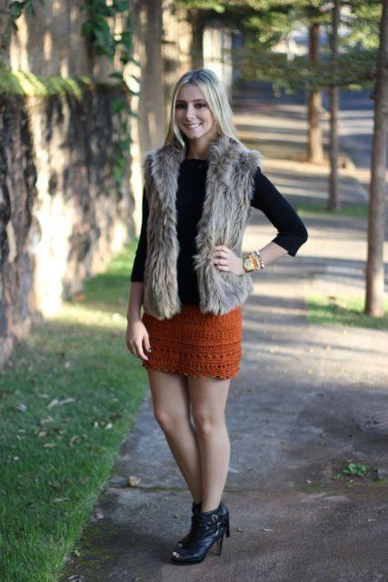 saia de tricô com colete de pêlo