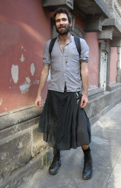 saia masculina com coturno