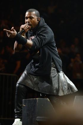 saia masculina kanye famosos
