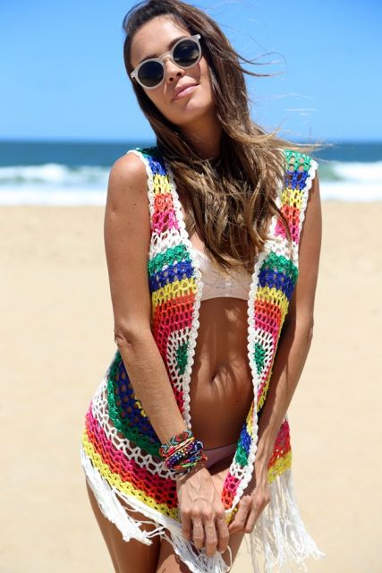 saída de praia de renda colorida