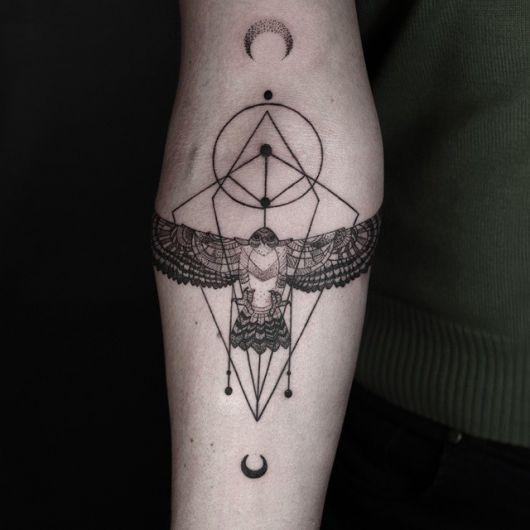 tatuagem geométrica aguia