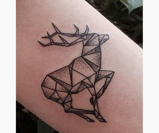 tatuagem geométrica cervo