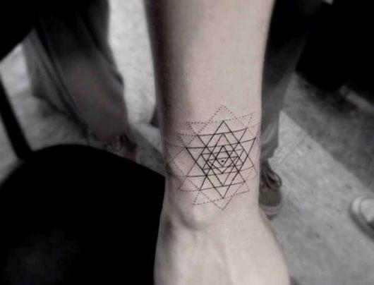 tatuagem geométrica feminina ideias