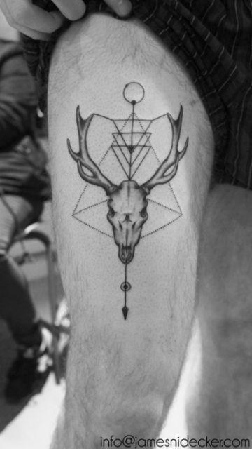 tatuagem geométrica homem animal