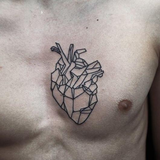 tatuagem geométrica homem outras coração