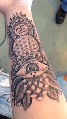 tatuagem geométrica homem sacred