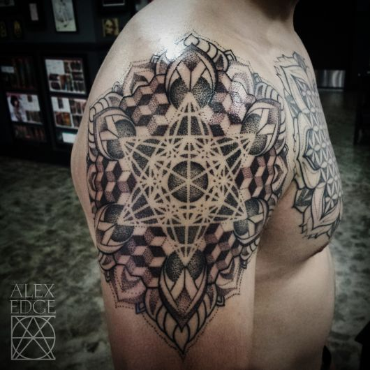 tatuagem geométrica mandala para homem