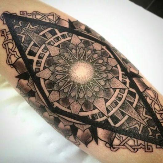 tatuagem geométrica mandala