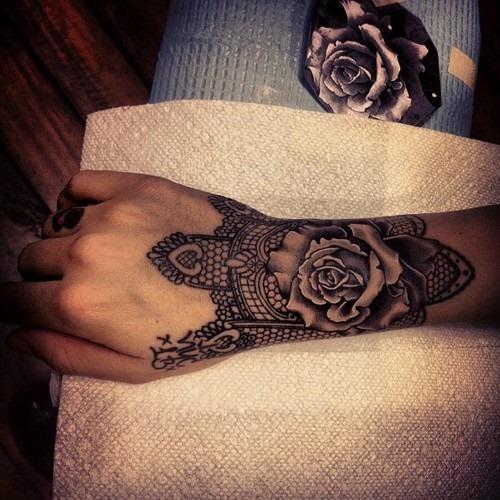 tatuagem geométrica sleeve meninas