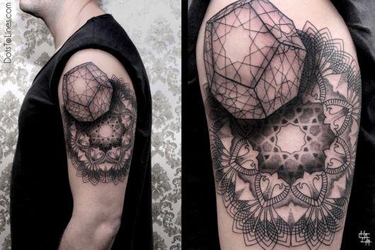 tatuagens com pontilhismo geometrico
