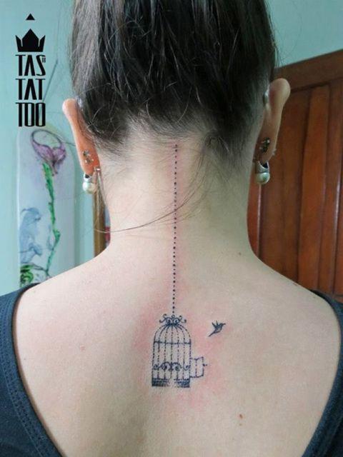 tatuagens com pontilhismo mulheres