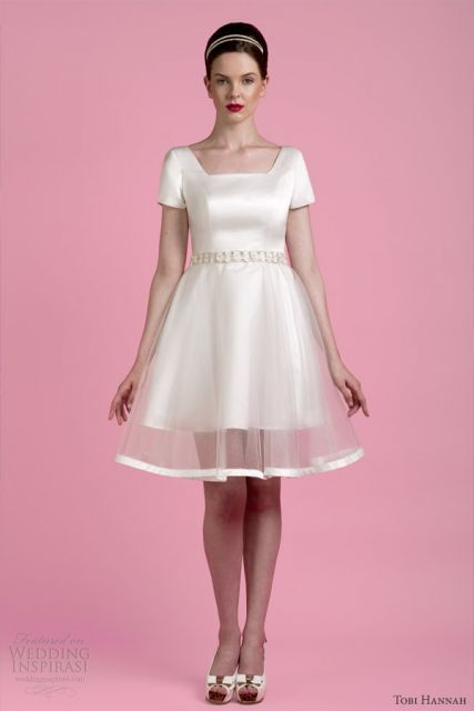 vestido de cetim com tule