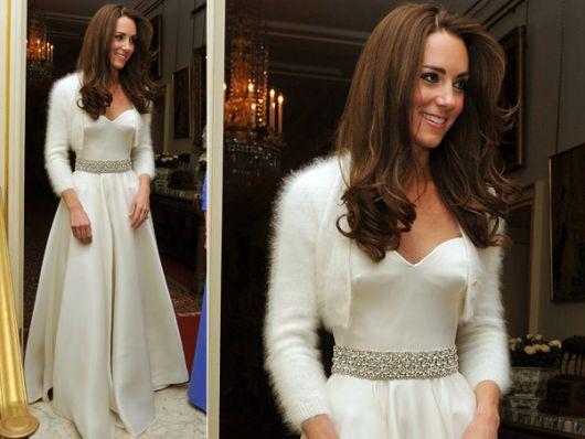 cinto de strass com vestido branco