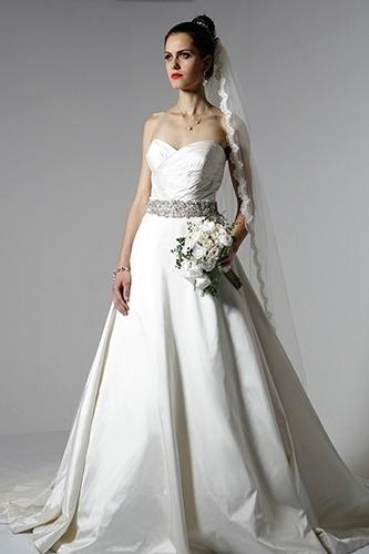 cinto de strass com vestido de noiva