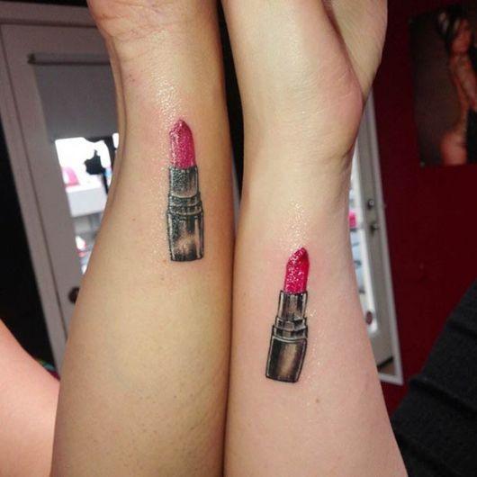 tatuagem mãe e filha batom