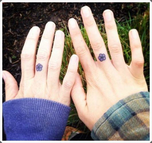 tatuagem mãe e filha igual discreta