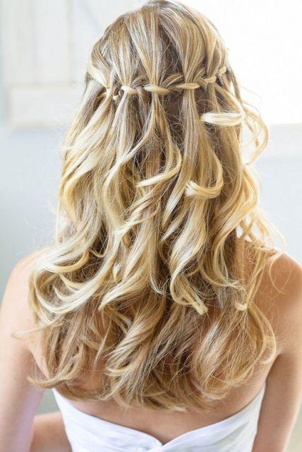 penteado com cachos soltos