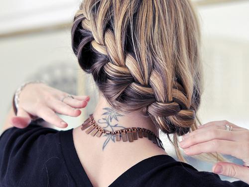 cabelo preso trança transversal