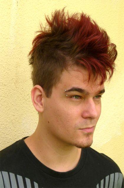 corte-de-cabelo-moicano-luzes-vermelhas