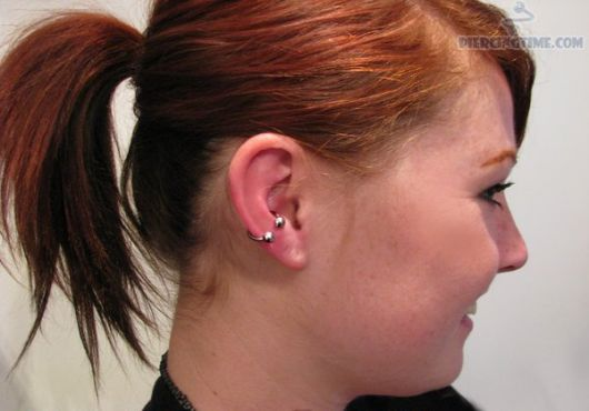 ferradura-piercing-na-orelha