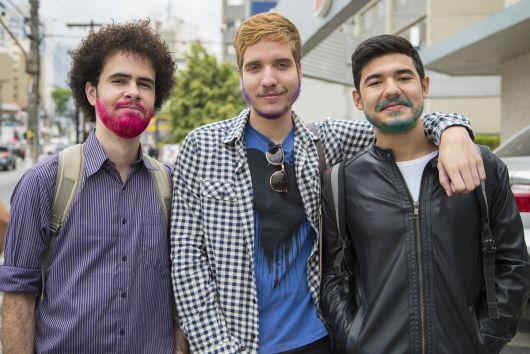 homens-de-barba-colorida
