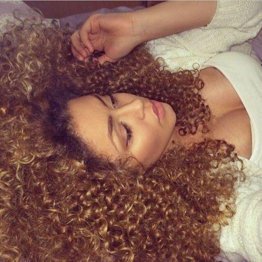 cor cabelo cacheado