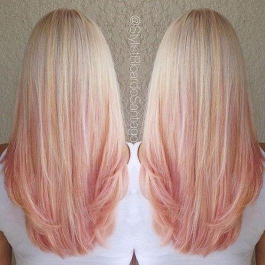 cabelo com mechas rosas